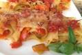 Girelle di lasagne ai peperoni e mozzarella