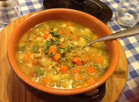 Zuppa rustica di farro e riso integrale