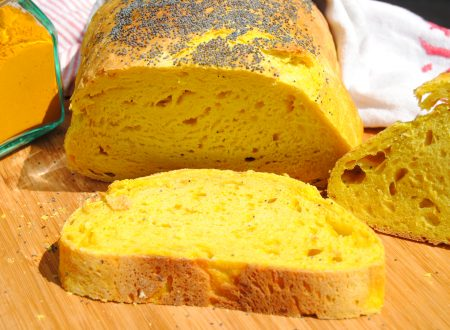 Pane alla curcuma e semi di papavero a lievitazione naturale