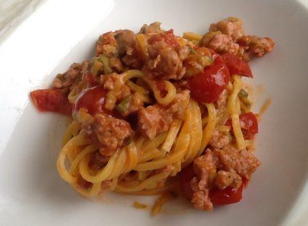 Tagliolini pomodorini, zucchine e salsiccia