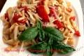 Tagliatelle al parmigiano reggiano con pomodori e pinoli tostati