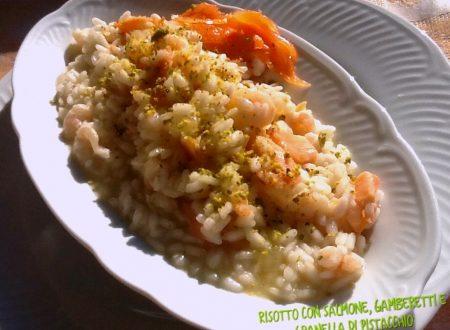Risotto con salmone, gamberetti e granella di pistacchi