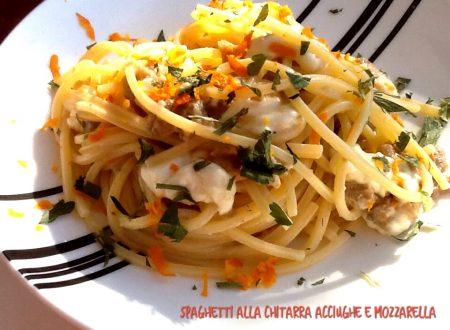 Spaghetti alla chitarra acciughe e mozzarella