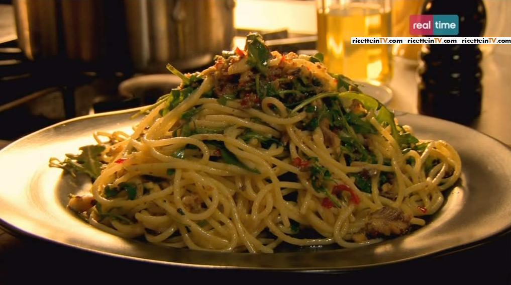 spaghetti con peperoncino sardine e origano di gordon ramsay