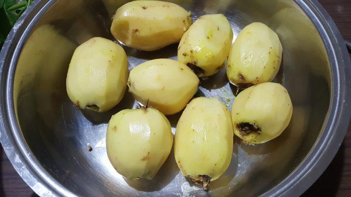 Patate ripiene con salsa di pomodoro