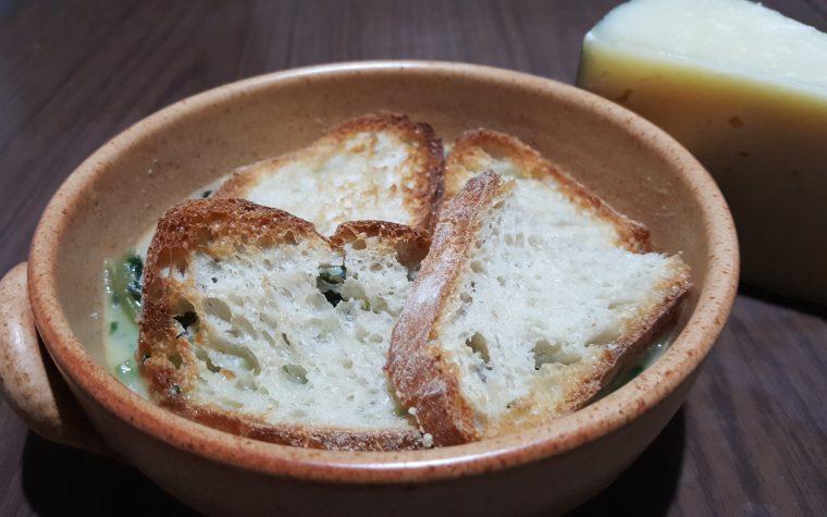 Zuppa alla cicoria di campo e uova