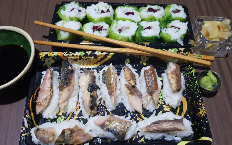 Sushi con nigiri e hosomaki