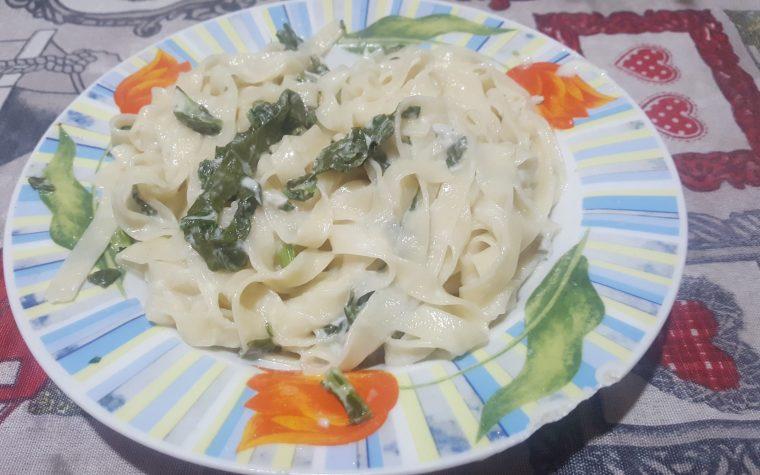 Fettuccine all'acqua con crema di gorgonzola broccoli e noci