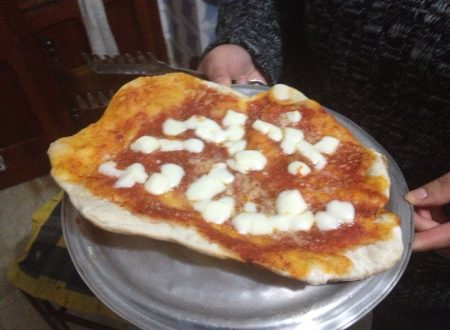 Pizza margherita al caminetto
