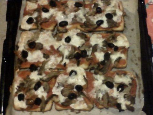 Pizza Toast con funghi pizzottella e olive
