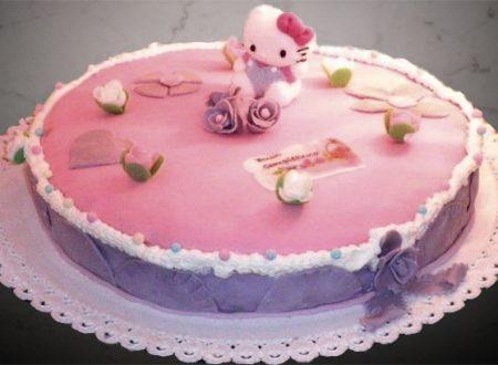 Torta Hello Kitty con crema al cioccolato e pasta di zucchero
