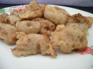 Bocconcini di salsiccia di pollo pastellati e fritti