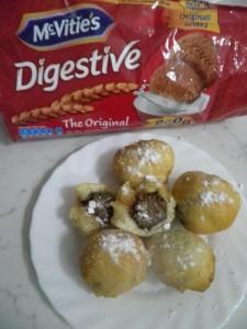 Frittelle con cuore di biscotti e crema alle nocciole