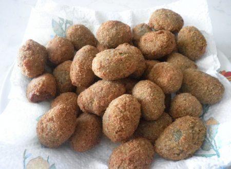 Olive di Cerignola farcite con salsiccia panate e fritte