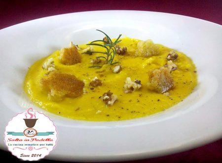 Vellutata di topinambur con parmigiano zafferano e noci