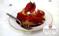 Pancake con panna fresca e coulis di fragole