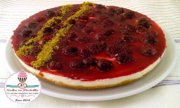 Cheesecake alla ricotta e gelatina alle ciliegie