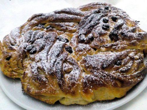 Torta Angelica con crema ai pinoli e uvetta