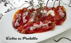 Peperoni friggitelli al forno ripieni di mozzarella e prosciutto cotto