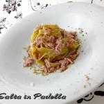 Tagliatelle fresche con pesto di pistacchi e prosciutto cotto