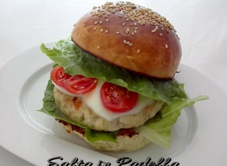 Hamburger di Galletto light con scamorza filante e cipollotto