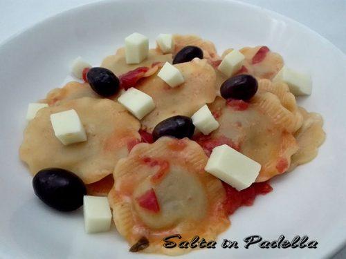 Agnolotti tofu ed ortaggi con pomodoro olive e Chicca Fumé
