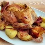 Pollo agli aromi al forno con patate e pancetta