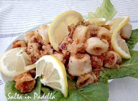 Anelli di calamari fritti con panatura croccante
