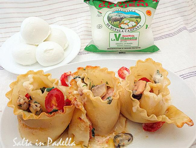 Rotoli di lasagne con frutti di mare besciamella funghi e Bufala