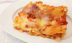 Lasagna al sugo con mortadella besciamella e mozzarella