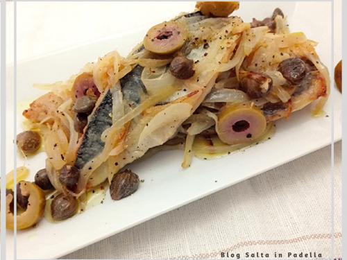 Sgombro con cipolla capperi e olive al vino bianco