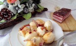 Gnocchi ripieni ai funghi con pancetta scamorza affumicata burro e salvia