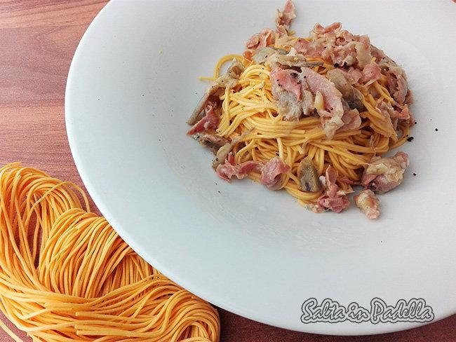 Taglierini con gorgonzola carciofi cipollotto e prosciutto crudo