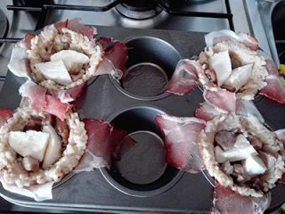 Tortini di riso con funghi porcini speck e crema di Grana