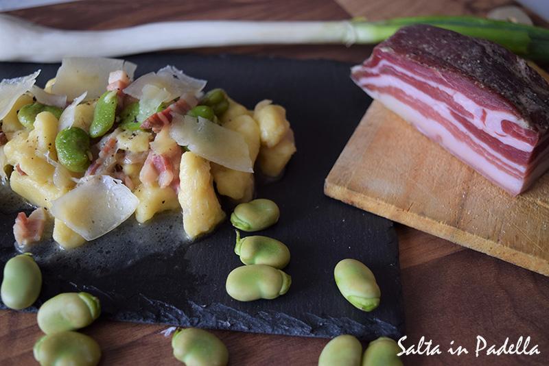 Gnocchi di patate e pecorino con fave fresche pancetta tesa e cipollotto