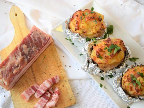 Baked Potatoes con pancetta e scamorza