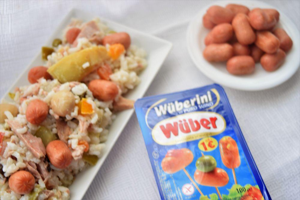 Insalata fredda di riso con verdure e mini wurstel