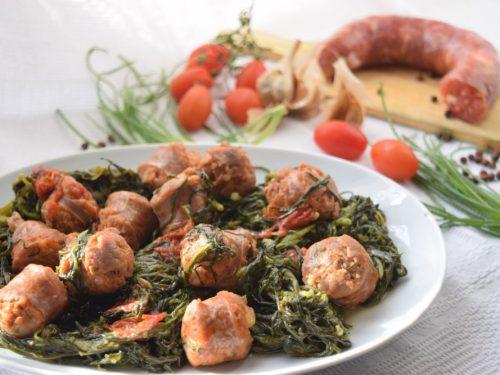 Agretti con salsiccia e pomodori datterini