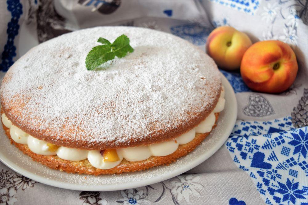 Torta Margherita con crema al latte pesche
