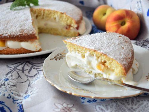 Torta Margherita con crema al latte e pesche