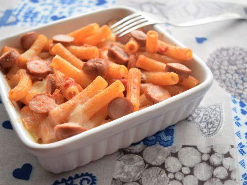 Pasta al forno con ragù di verdure scamorza e wurstel