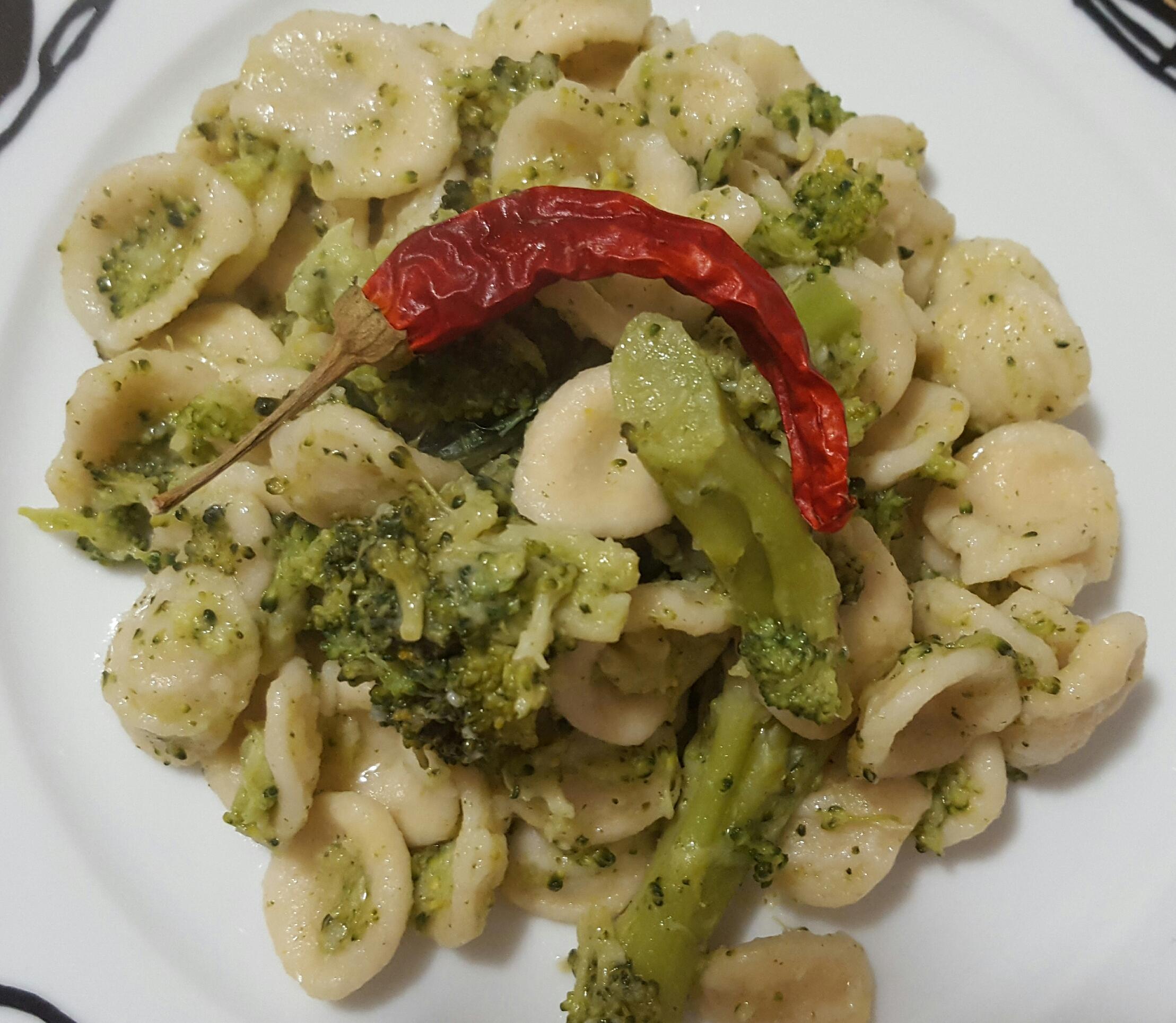 RICETTA PASTA: Orecchiette con i broccoli semplice e veloce