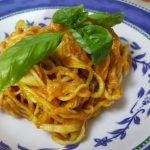 Spaghetti di zucchine al sugo di pomodoro a freddo