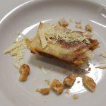 Involtini di pasta fillo con datteri, noci e cioccolato bianco