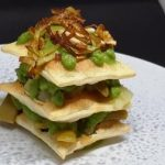 Lasagnetta di pasta sfoglia al pesto di porri e pinoli con patate e taccole