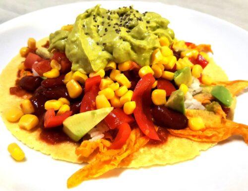 Tacos vegani con avocado e fiori di zucca