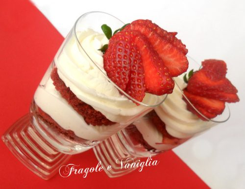 Bicchierini di Red Velvet alle fragole