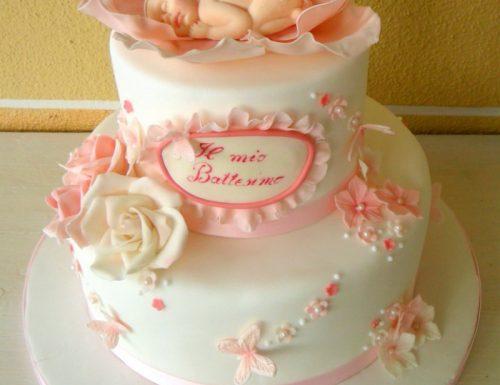 Torta battesimo con farfalle e rose