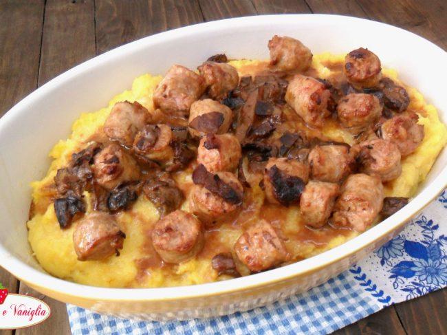 Polenta al forno con porcini e salsiccia