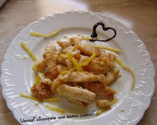 Bocconcini di petto di pollo al sesamo e limone